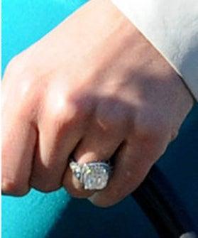 Jessica-Biel-Engagement-Ring-Pictures
