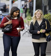 mindy-kaling-reese-witherspoon-lunch-08