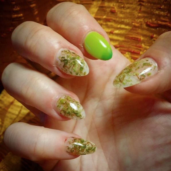 Weed nails new marijuana trend nail art design photo via mamakind420instagram prinsesfo Image collections
