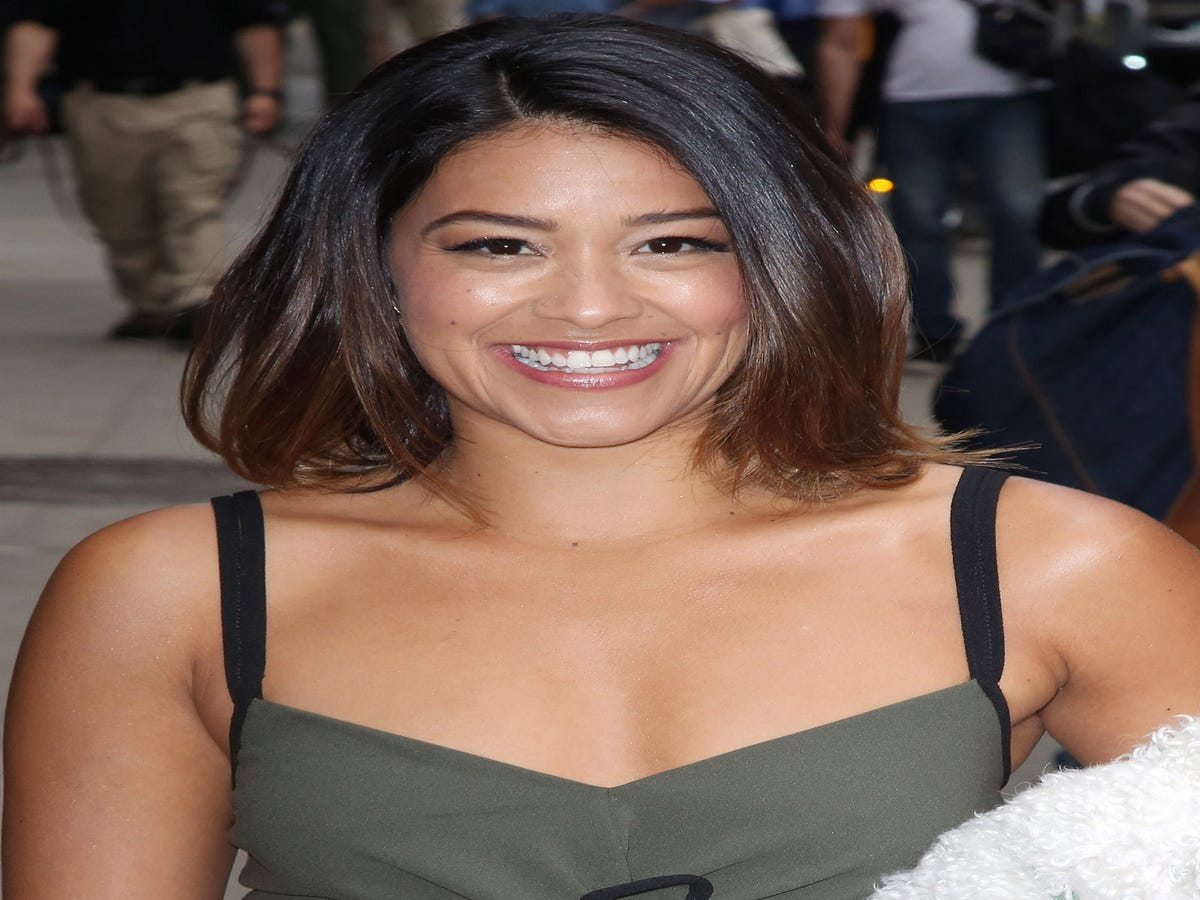 Jane The Virgin's Gina Rodriguez Is All Of Us In This Photo With Brad Pitt