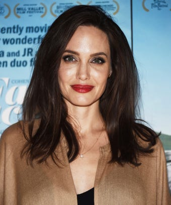 Angelina jolie haircut blunt trim fall trends angelina jolies new haircut is subtle but oh so good urmus Image collections