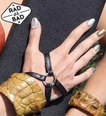 metal-nails-opener