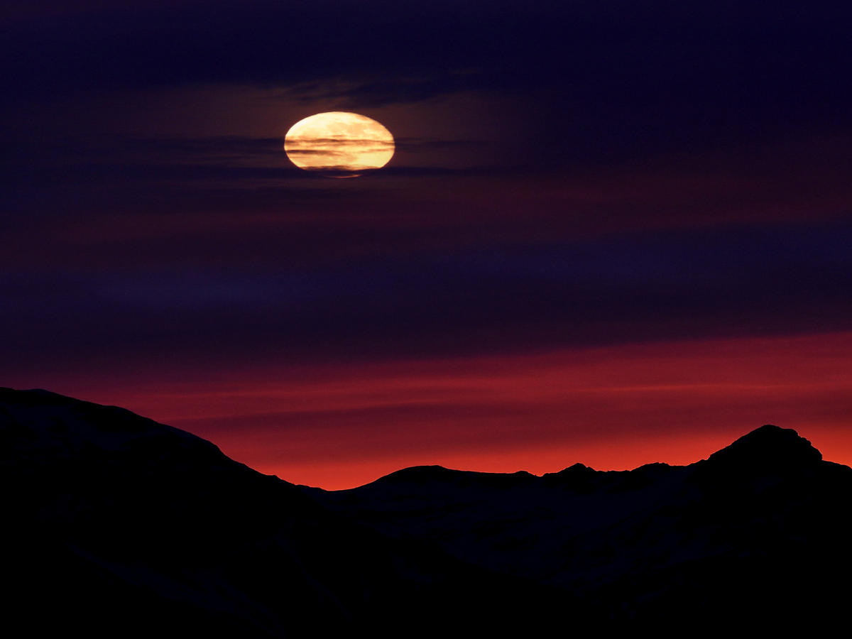 The Full Moon Probably Won't Make You Give Birth