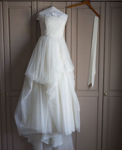 This Bride Is Selling Her Wedding Dress The Listing So Funny