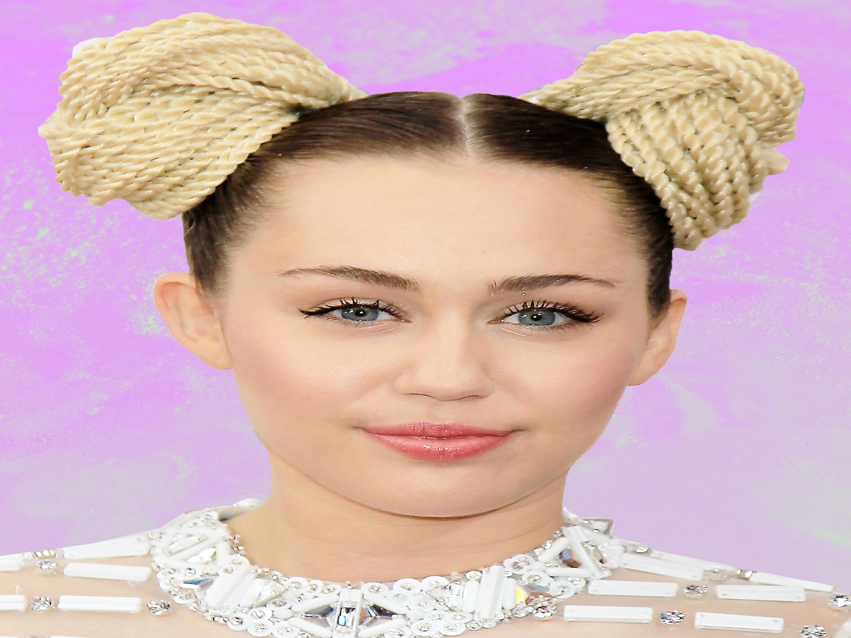 Pansexuality, Going Sober, & Loving Liam Again: Here's What's New With Miley Cyrus
