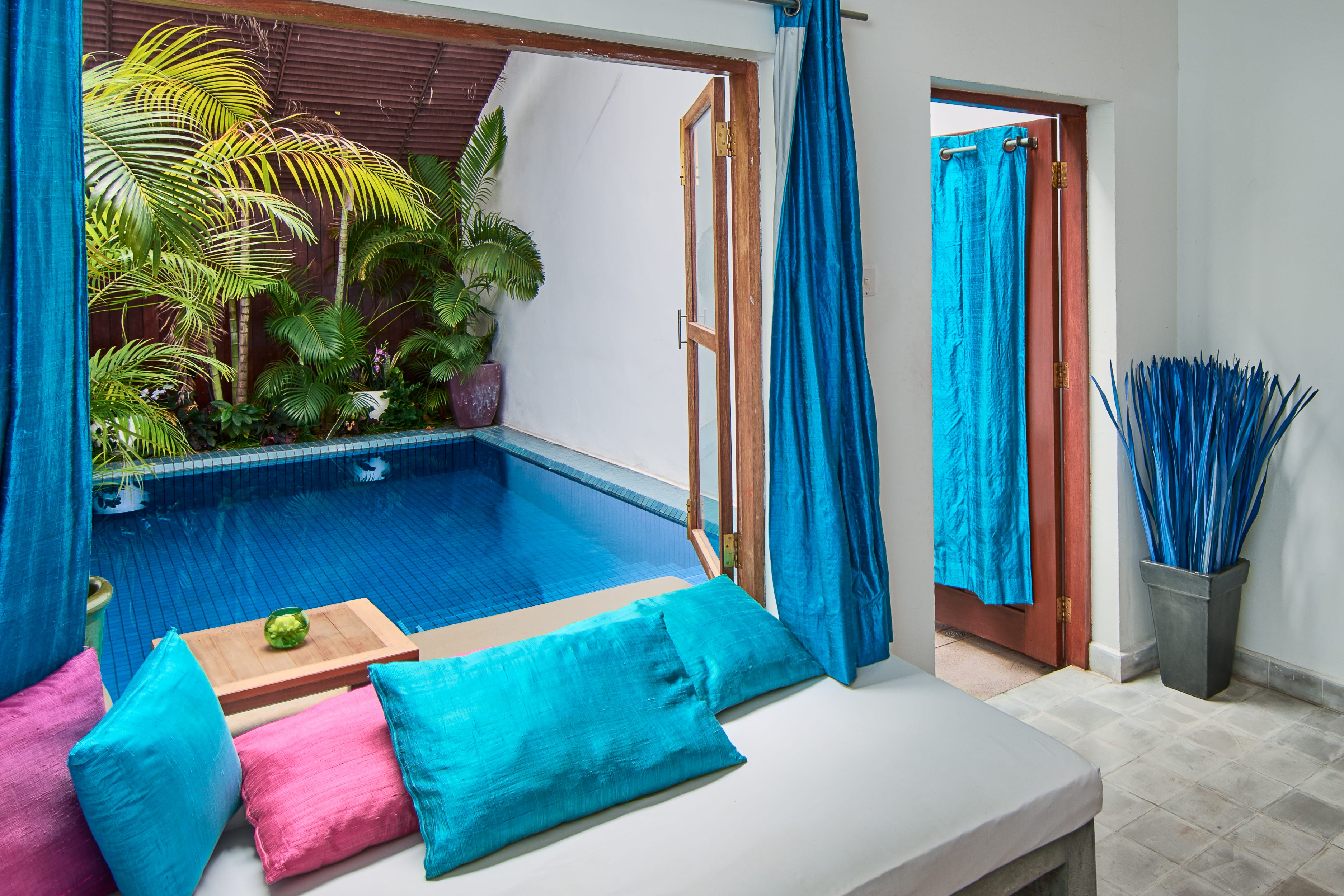 Plunge pool amenities hotels with private pools