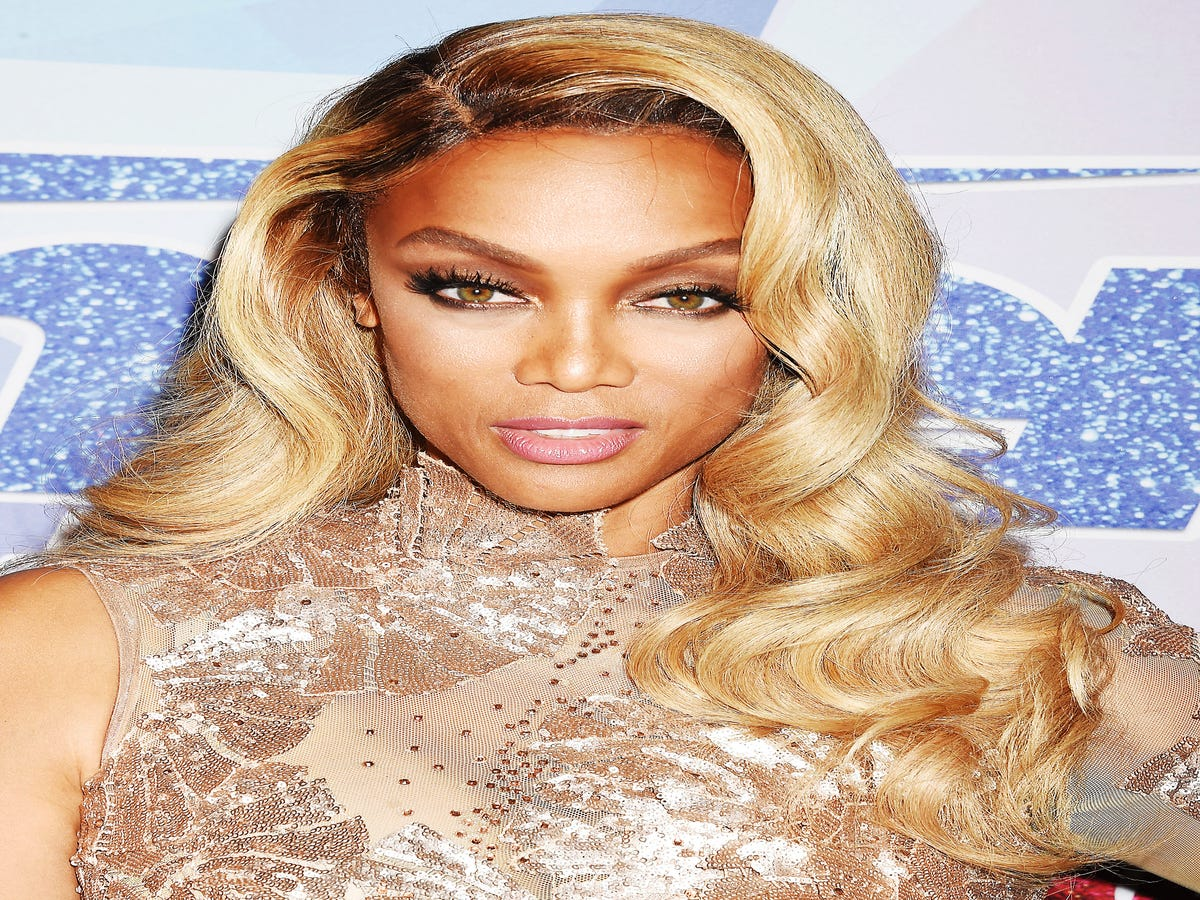 Tyra Banks  Barefaced Selfie Looks Just As Great As Her Vacation