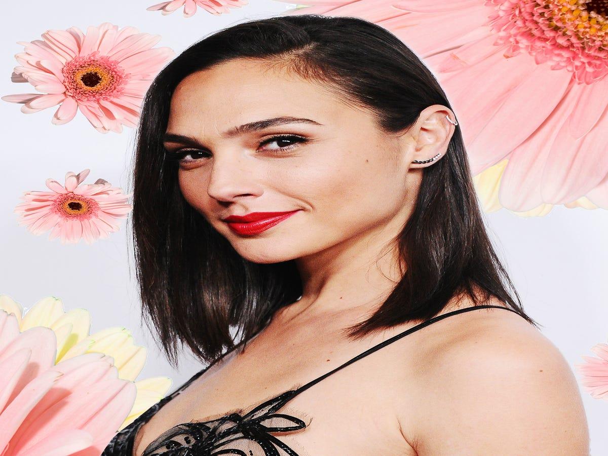 Gal Gadot s Barefaced Selfie Defines Skin-Care Goals