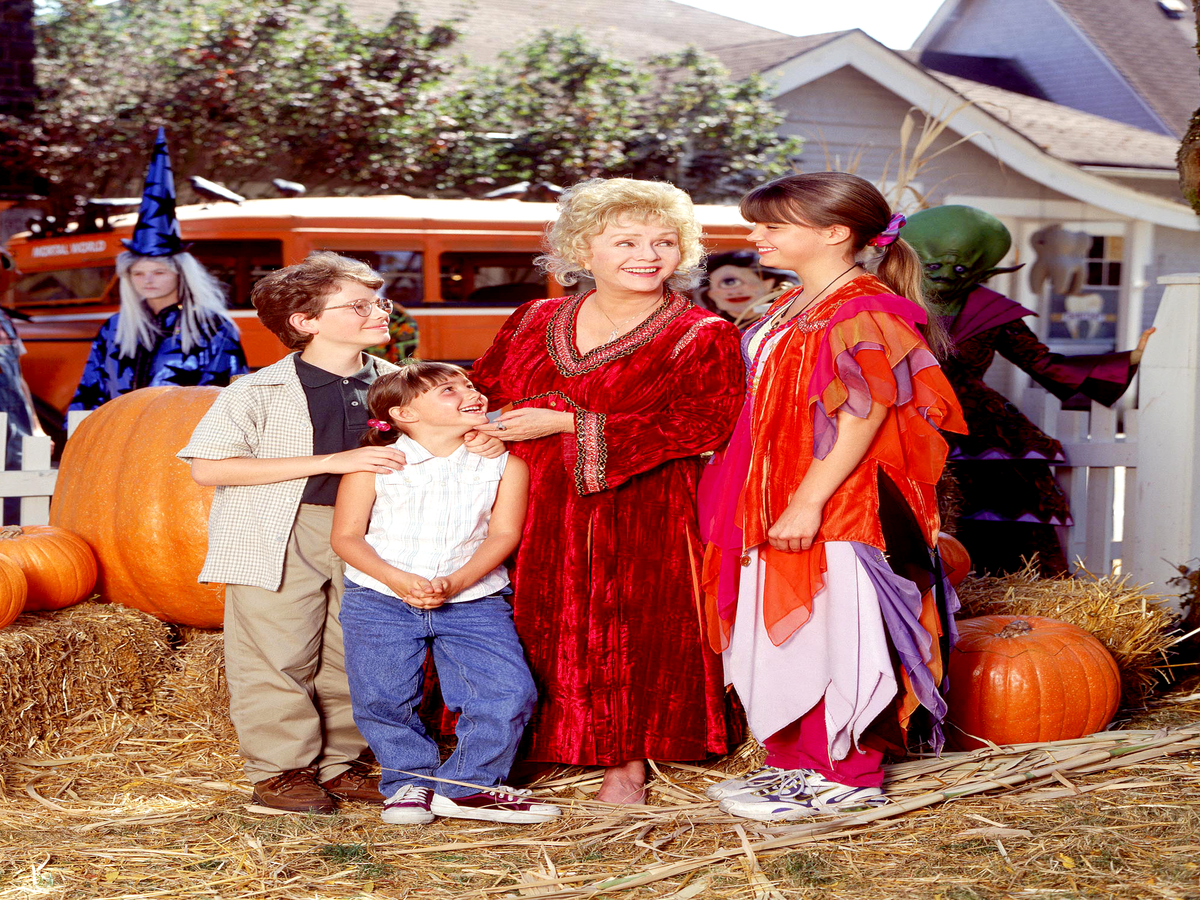 The Original Halloweentown Cast Will Reunite For This Amazing Reason