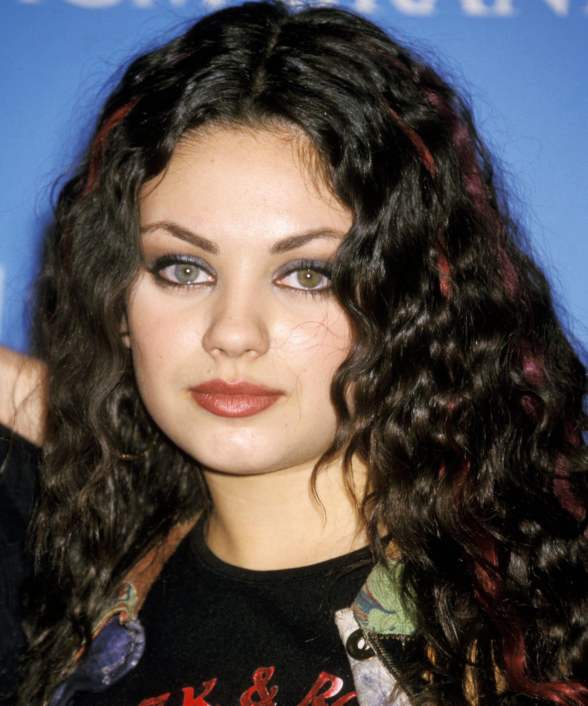 Mila kunis best hair makeup sexy red carpet looks urmus Image collections