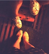 fire-escape-new-york-drinks-shoes