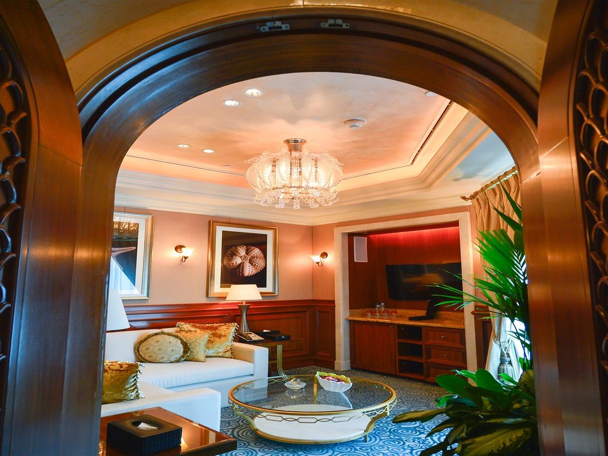 Kim Kardashian's $30K Dubai Hotel Room Is Pure Luxury