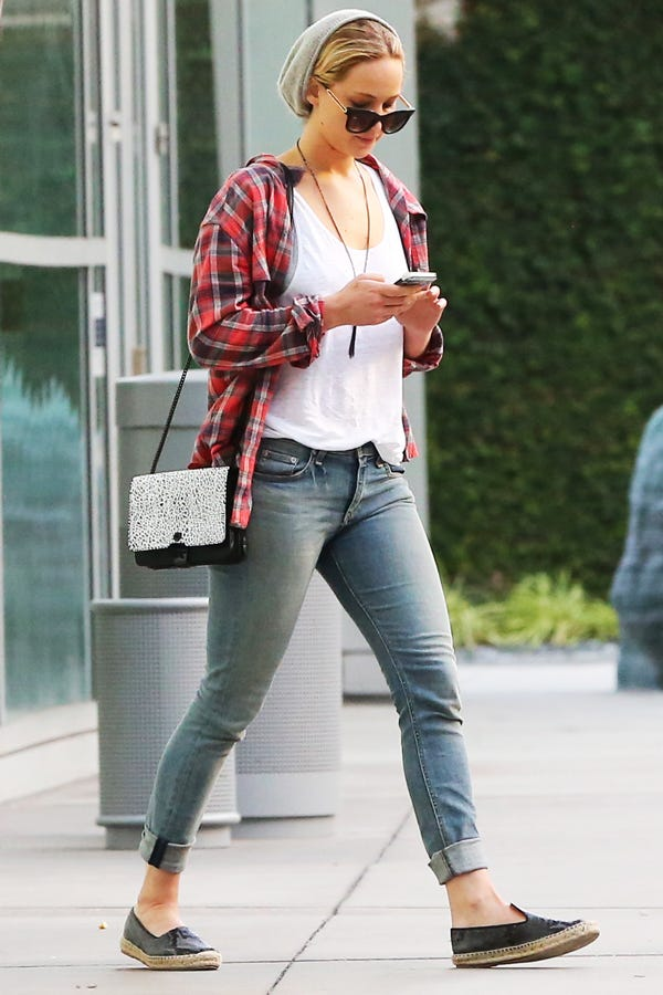 Jennifer lawrence weekend outfit jeans and flannel voltagebd Image collections