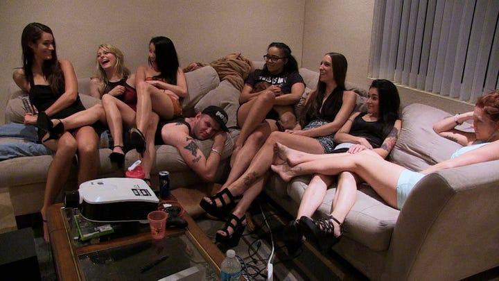 порно онлайн девушки с членами мультфильм фото