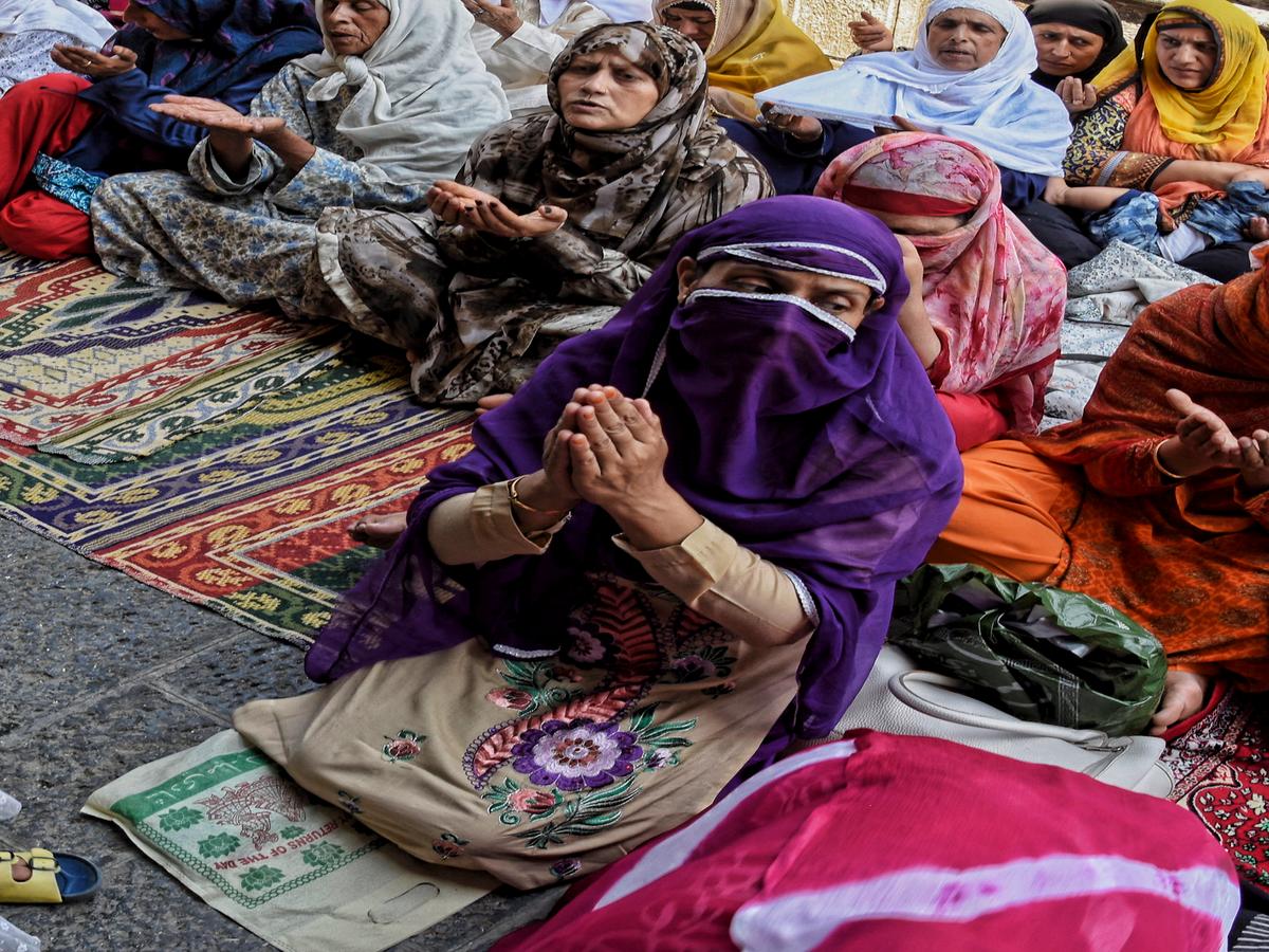 Muslim prayer curtain