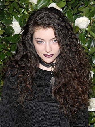 Lorde Fights Against The Paparazzi In A Twitter Rant