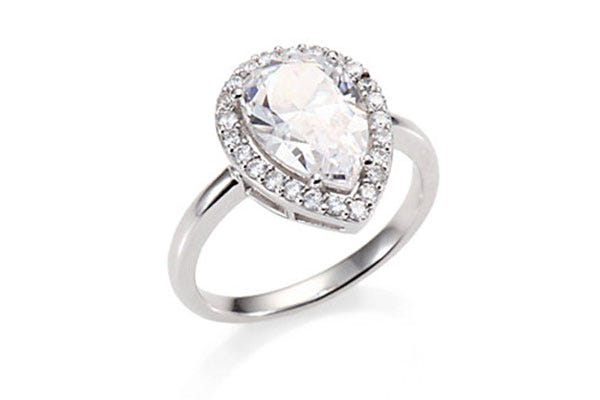 12 brilliant engagement rings with prices that wont blind you - Cheapest Wedding Rings