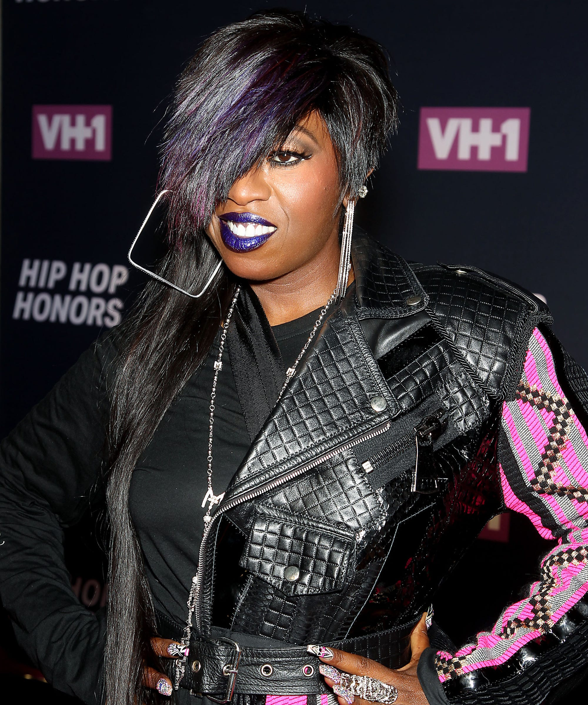 """the objectification of women in the pop music genre However, some have begun to question whether female artists' over-sexualized videos, like minaj's """"anaconda,"""" are also contributing to the objectification of women in music even though a woman is the primary authority on these videos' creative decisions, many say the power is being wasted by presenting women in the same light as some male artists do."""