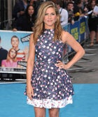 Jennifer Aniston Wears Something Other Than Black — & Looks Amazing!