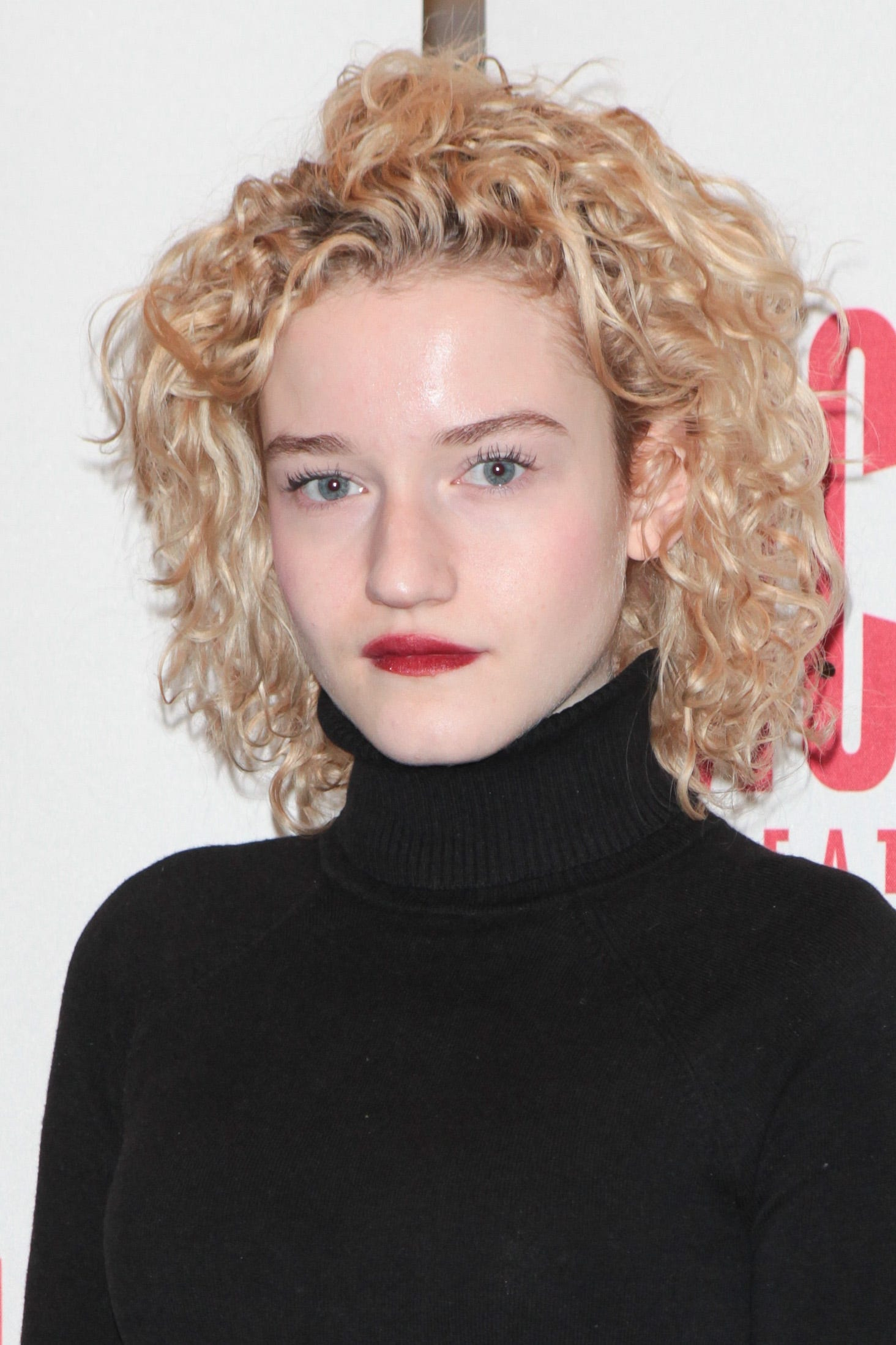 Julia Garner: New Hairstyle Trends Summer 2017