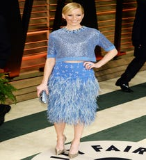 We are obsessed (obsessed) with Elizabeth Banks' Jenny Packham feather skirt and crop top, with a pointy Casadei heel. The combo is pretty, feminine, and the perfect shade of sky blue. But, it also looks comfortable — and that's important.
