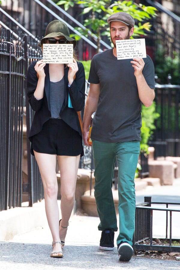 Emma Stone Andrew Garfield Hold Up Signs Paparazzi Andrew Garfield Workout