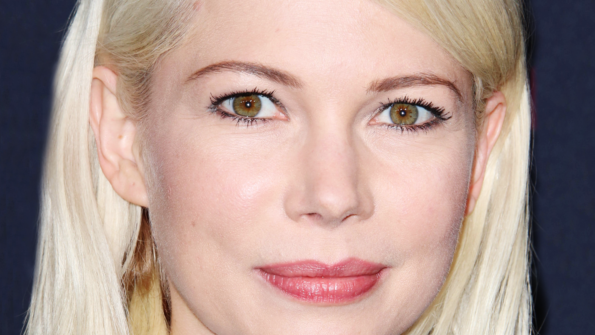 Makeup tips for blondes with green eyes