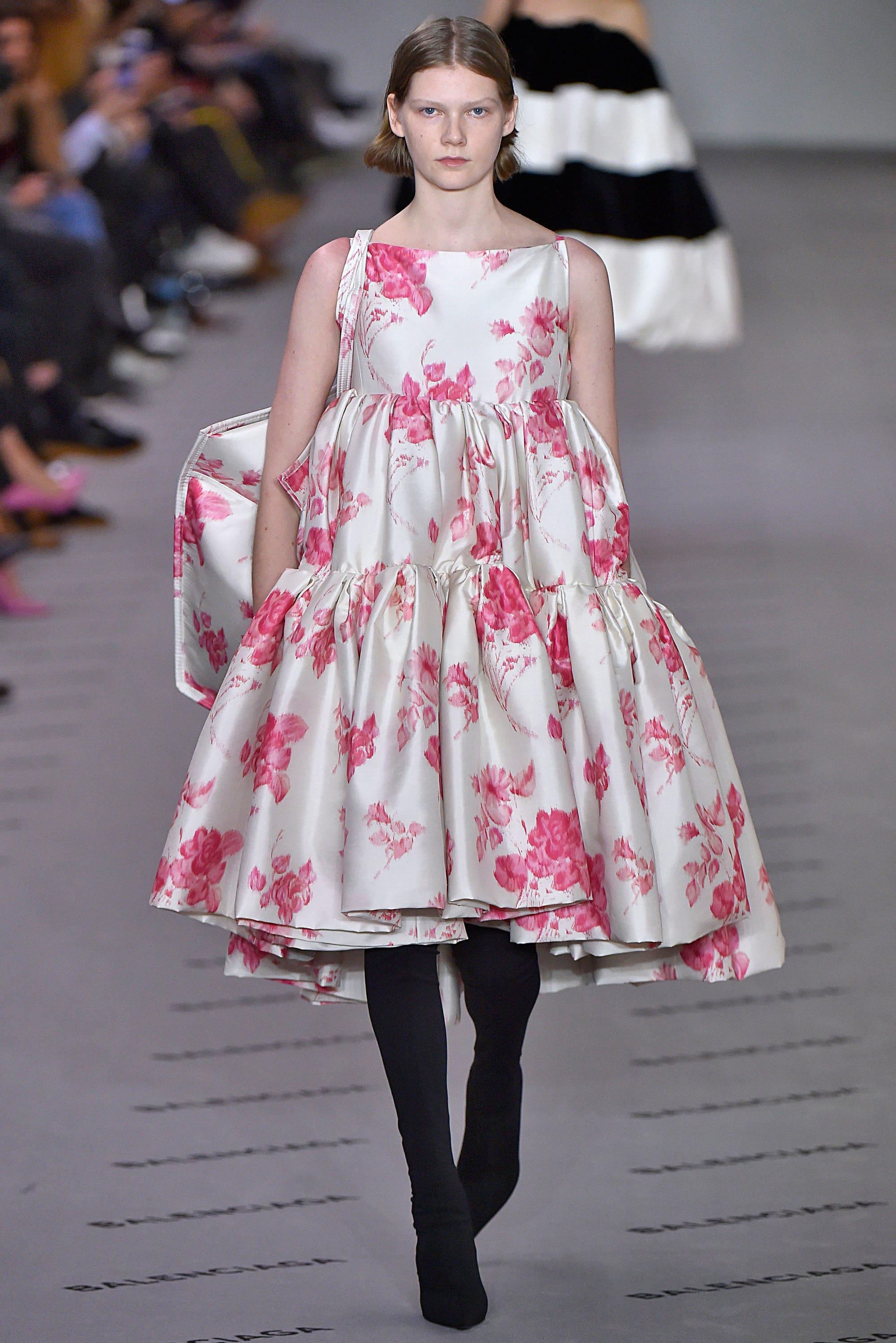 Balenciaga demna gvasalia show couture dresses meaning for Define couture