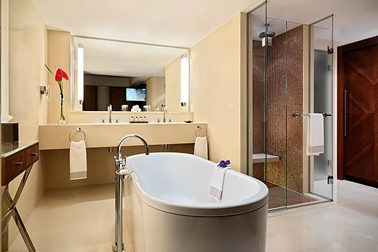 Best hotel bathroom images galleries for Best hotel bathrooms