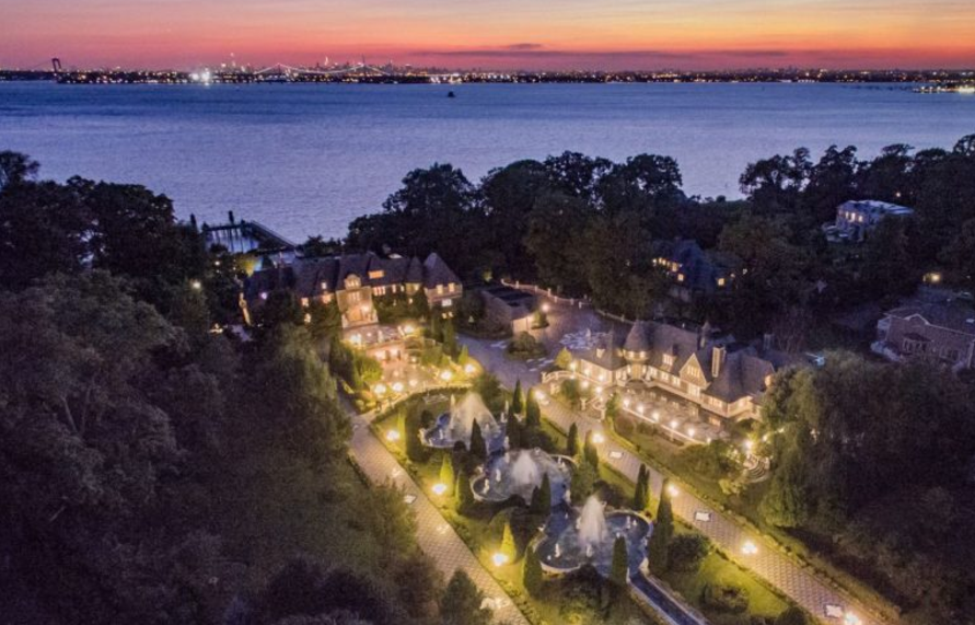 Great gatsby movie mansion long island sale photos Great gatsby house tour