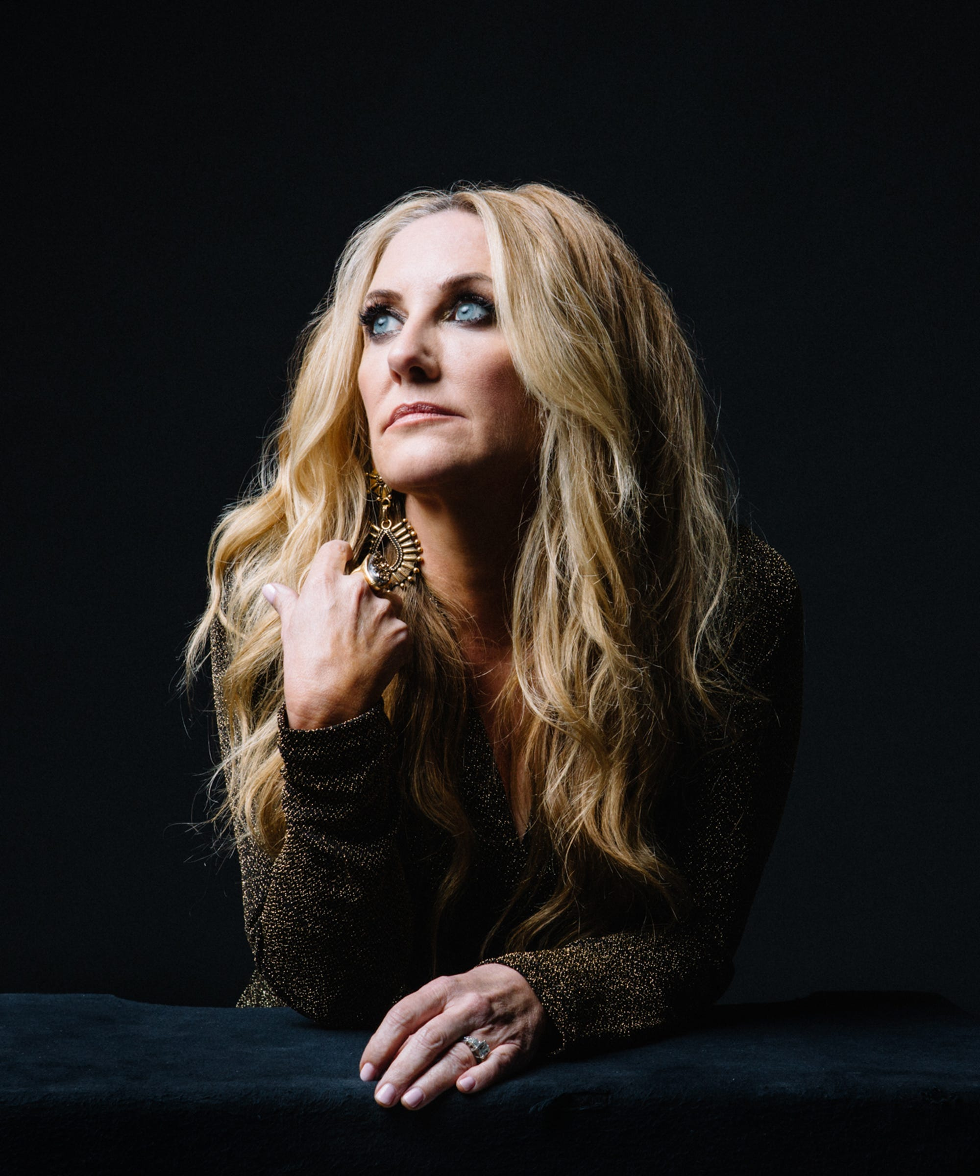 """Lee Ann Womack Isn't A Happy Endings Person, But She Let """"Hollywood"""" Have One Anway"""