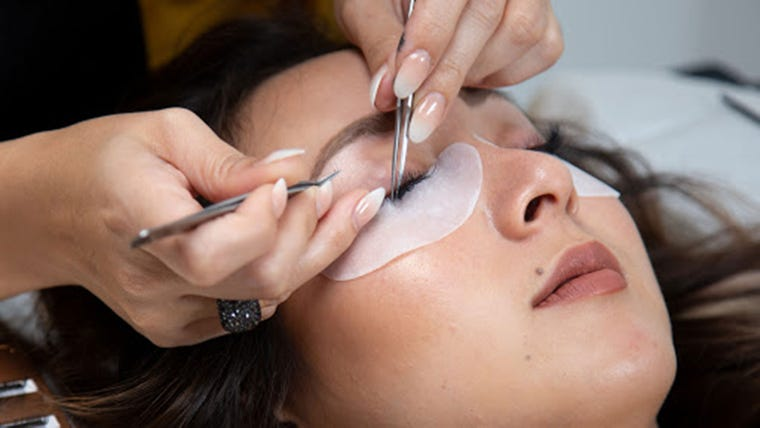 Eyelash Extensions Guide How To Get Long Eyelashes