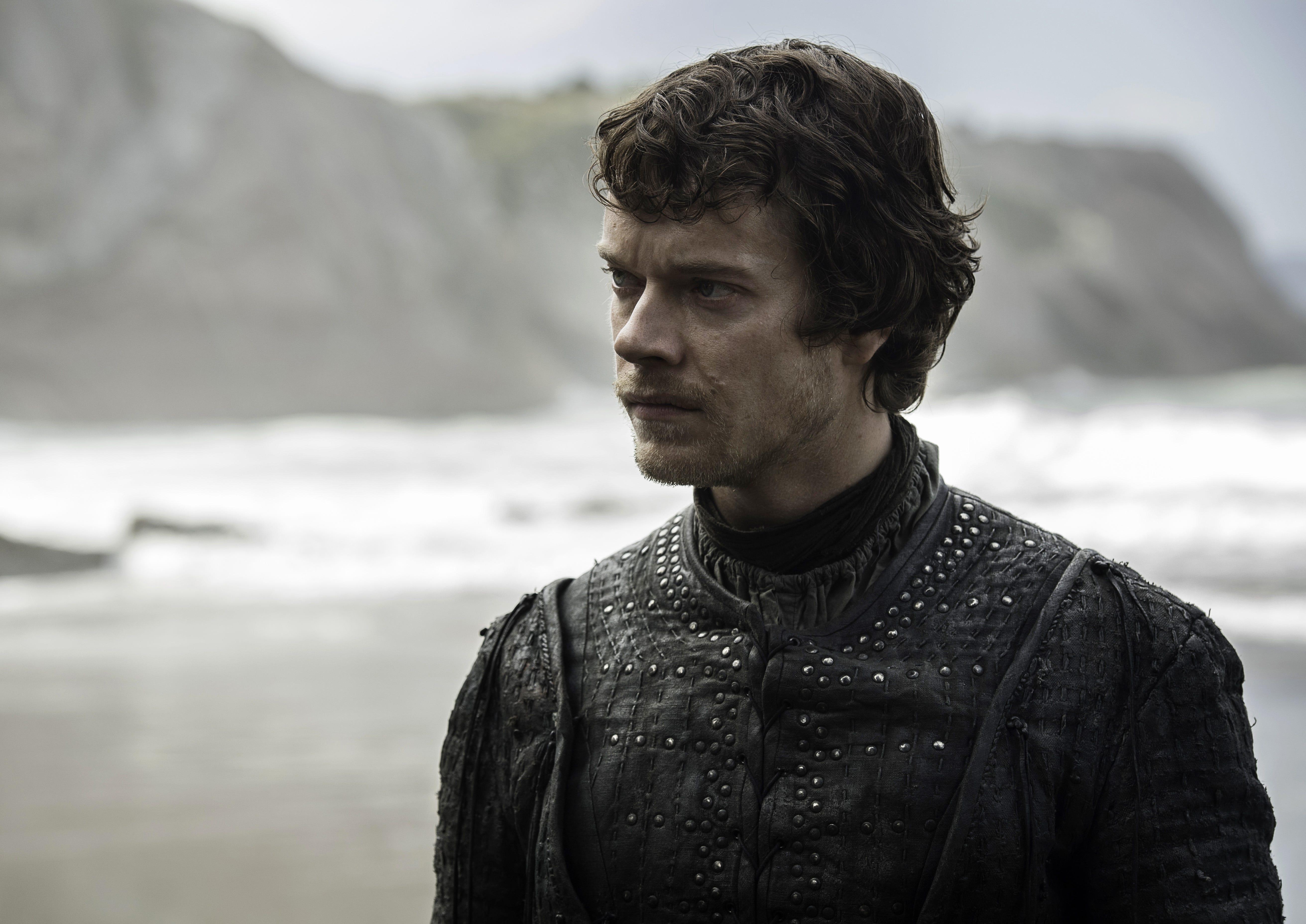 Pardon Me, But Are Sansa Stark & Theon Greyjoy In Love?