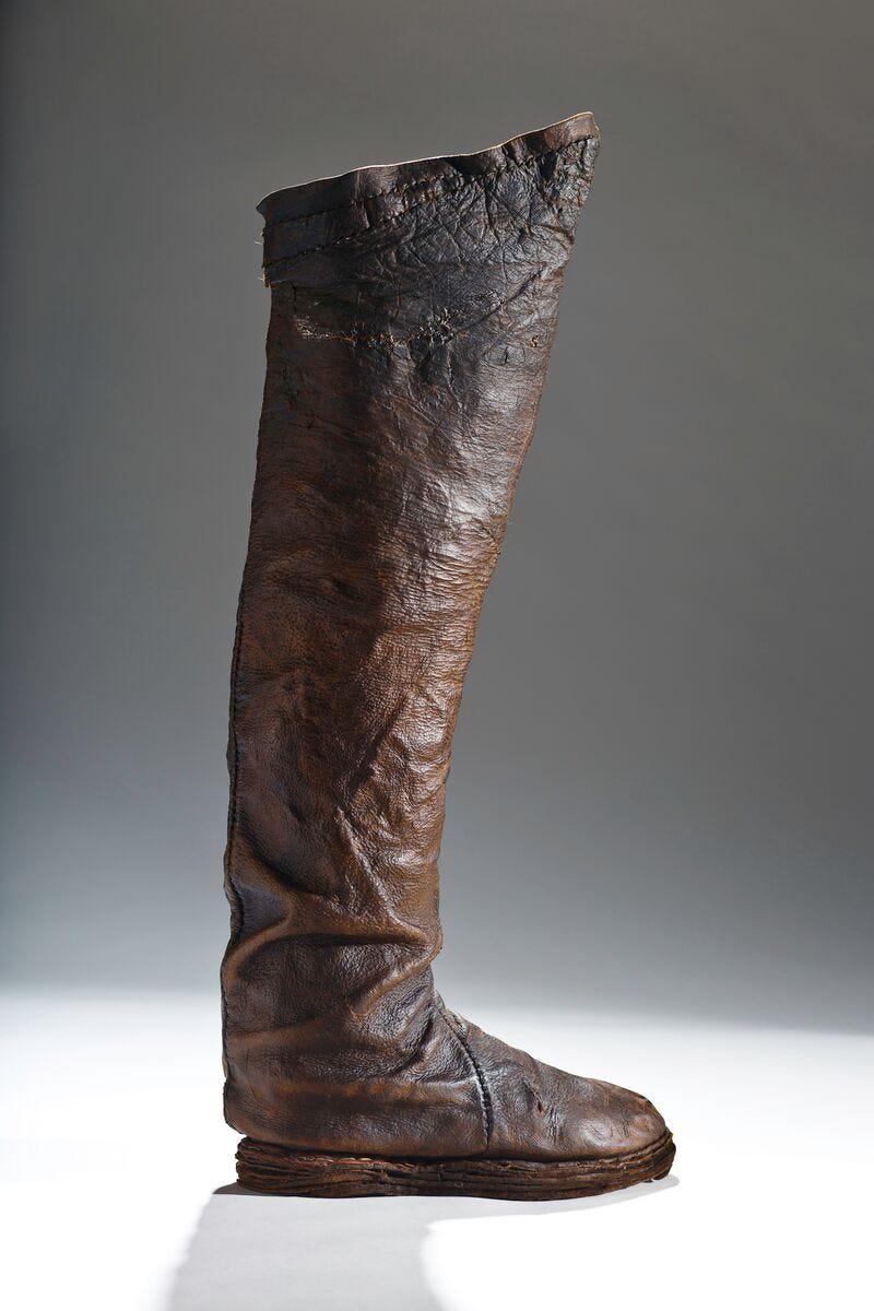 a2bbcc0015876 History Of Men In Heels - Shoe Exhibit