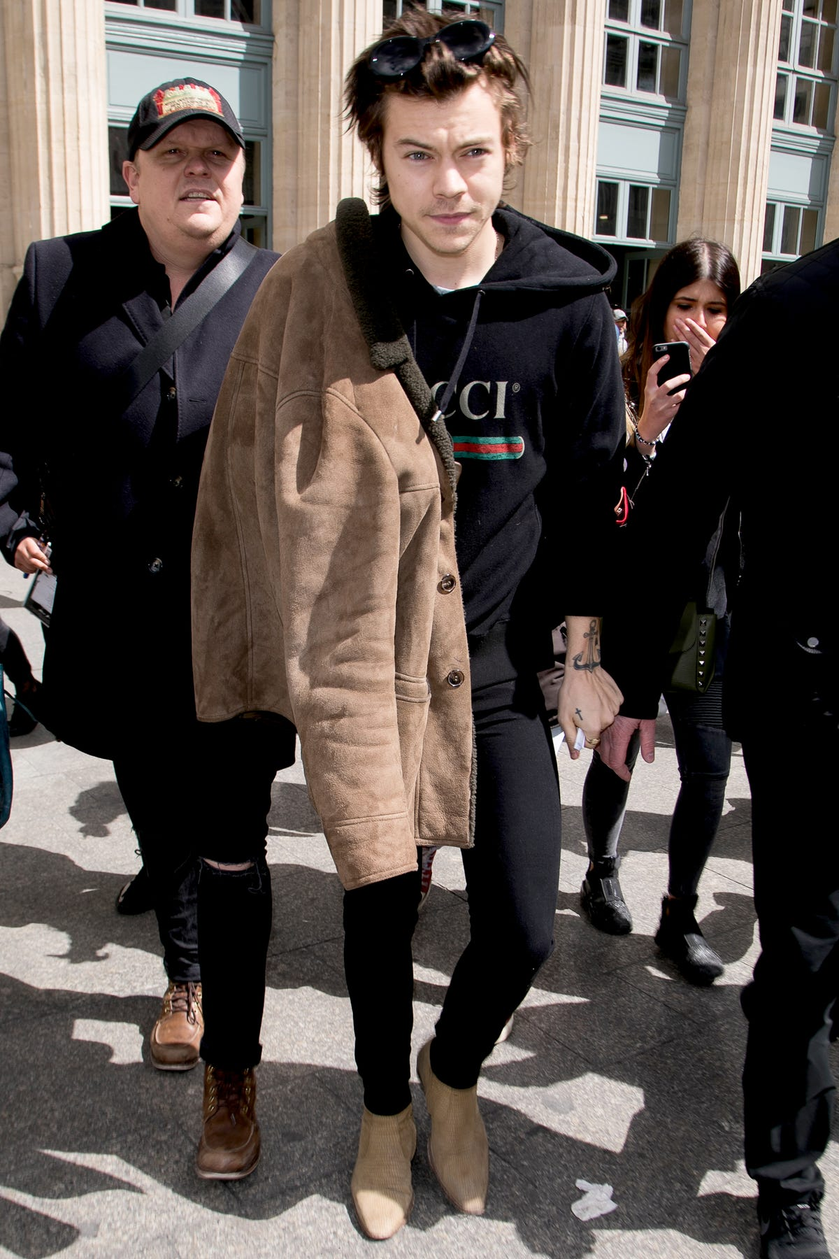 0072e3385 Harry Styles Gucci Outfits Red Carpet Looks Trends