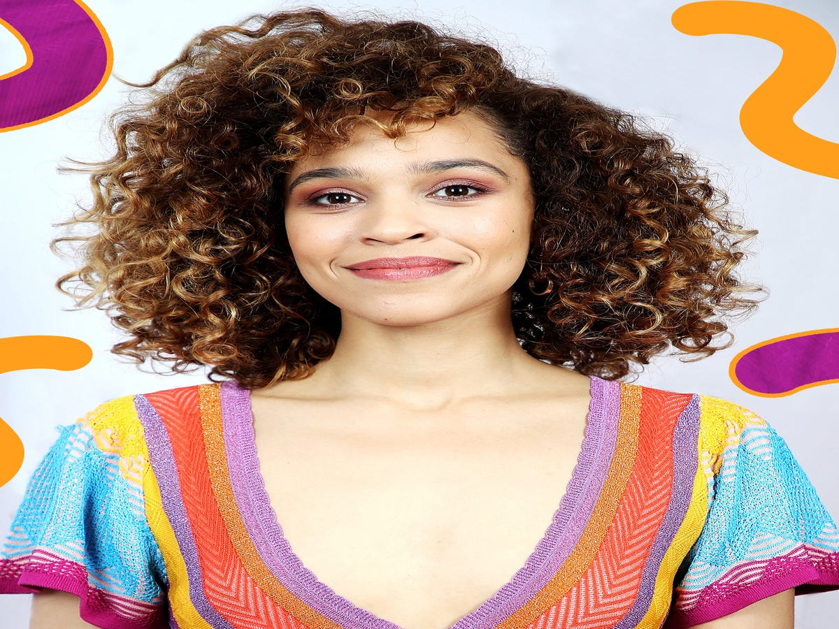 Introducing Izzy Bizu, The Coolest Girl With A Beauty Contract