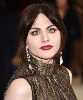Frances Bean Cobain Opens Up About Her Addiction Two Year Sobriety