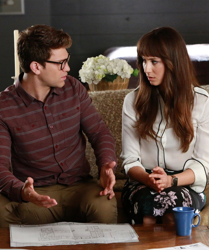 When does spencer started dating toby