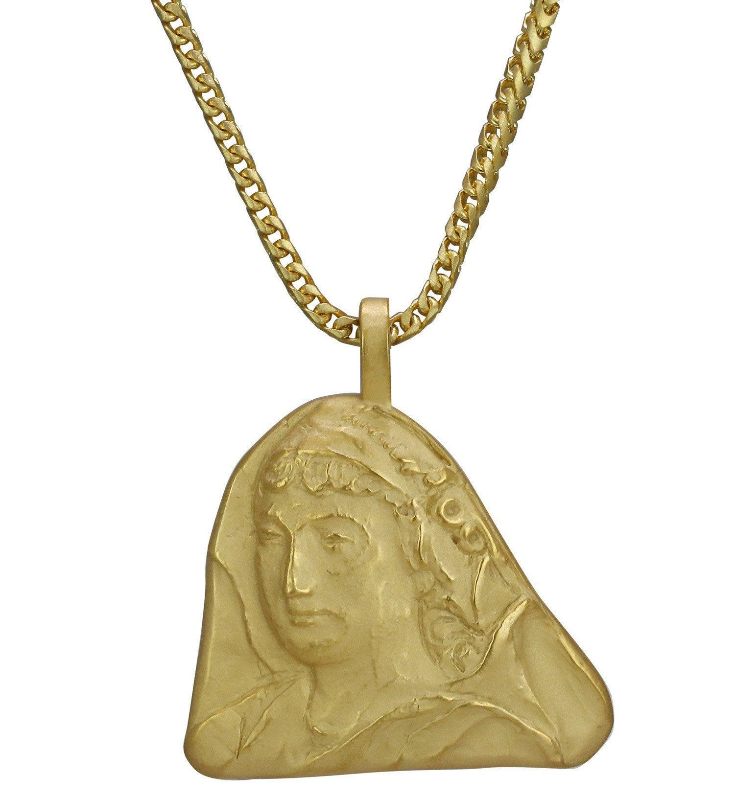 jewelry metallic cc textured chanel in gallery gold pendant lyst medallion chain necklace