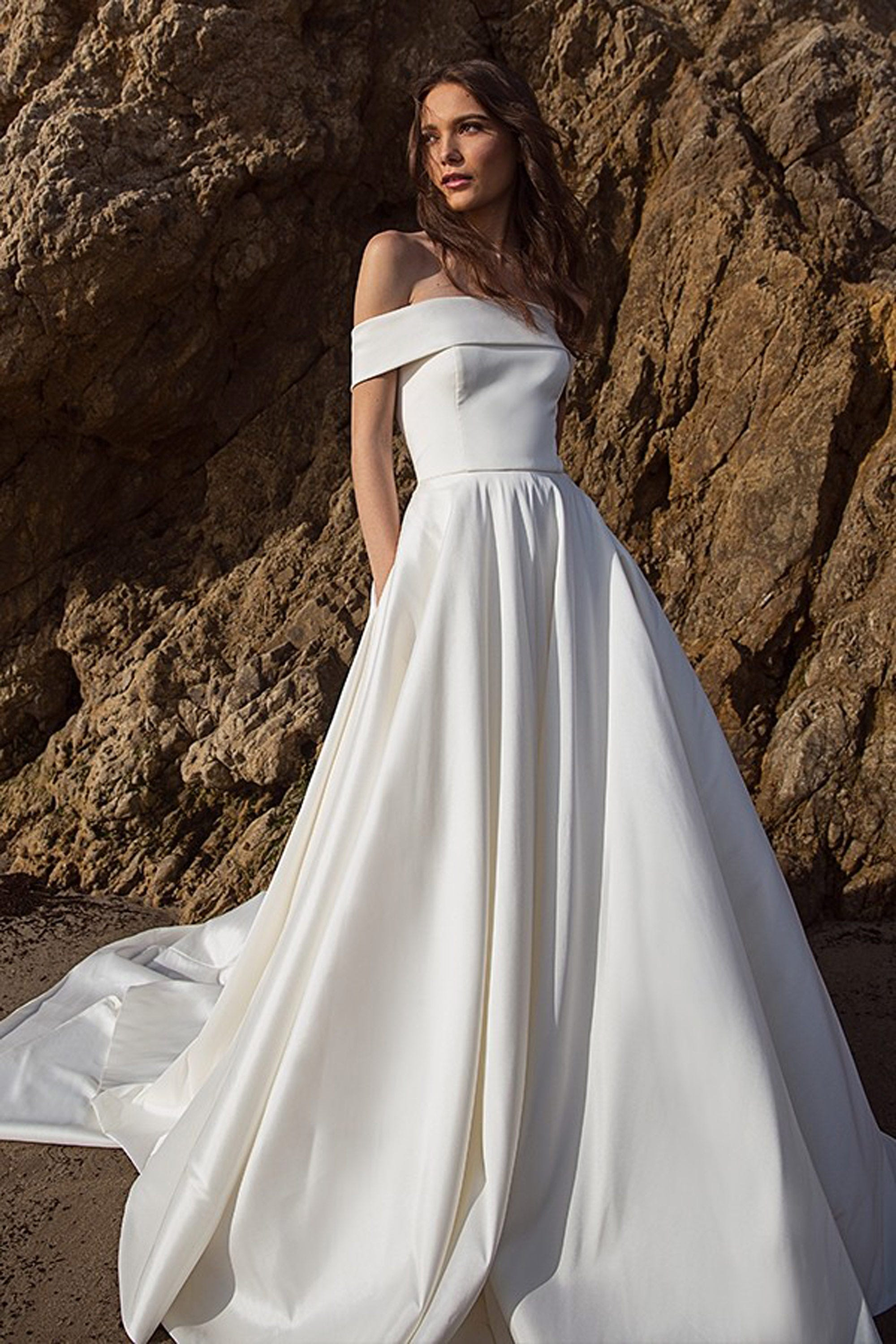 11 Seriously Amazing Wedding Dresses With Pockets For The Hands-On Bride