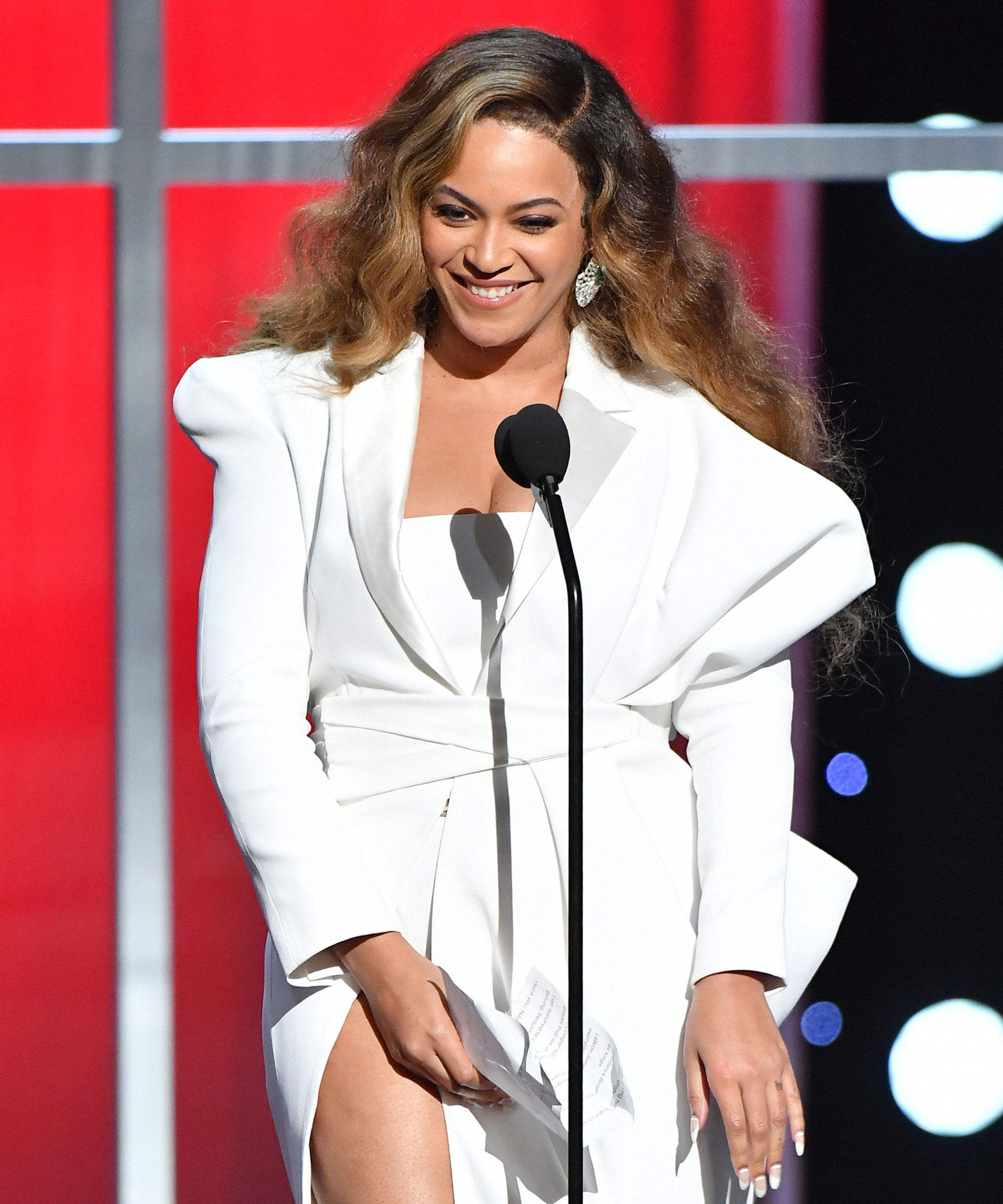 Beyoncé Just Ditched Her Signature Blonde Hair — & Her New Look Slays