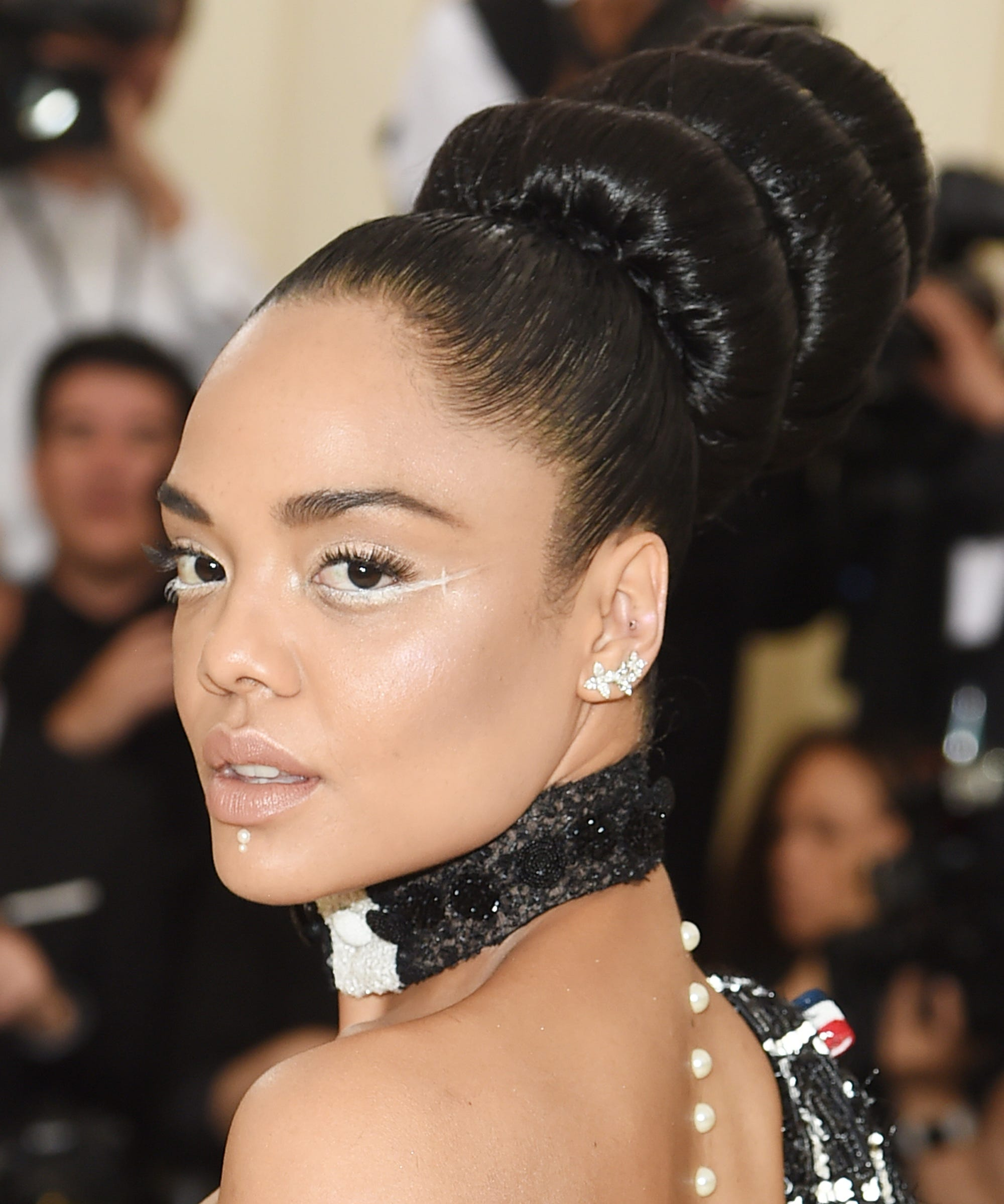 White Eyeliner Is The Biggest Celebrity Makeup Trend Of 2019