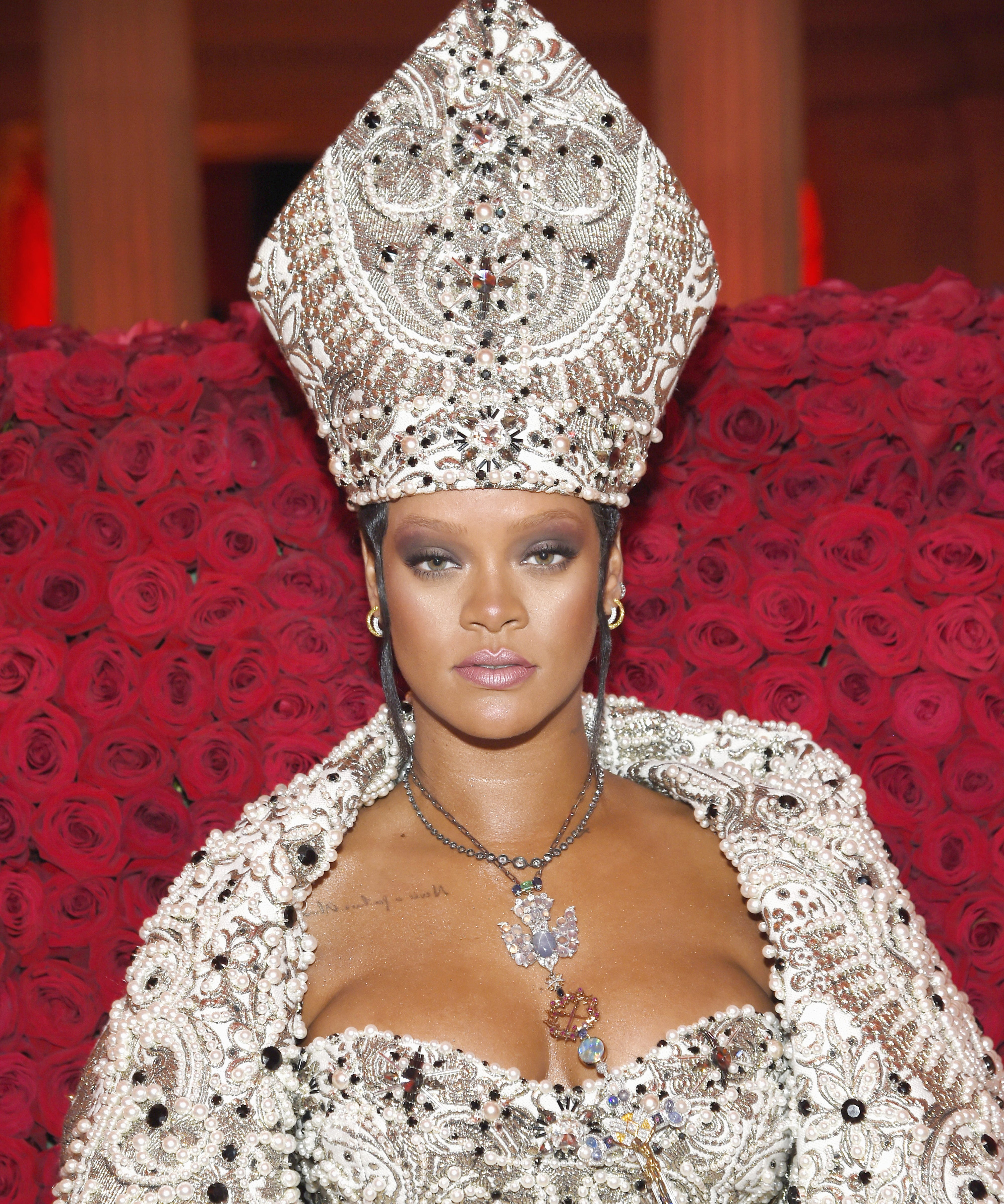 Rihanna Wore Bleached Brows At The 2018 Met Gala
