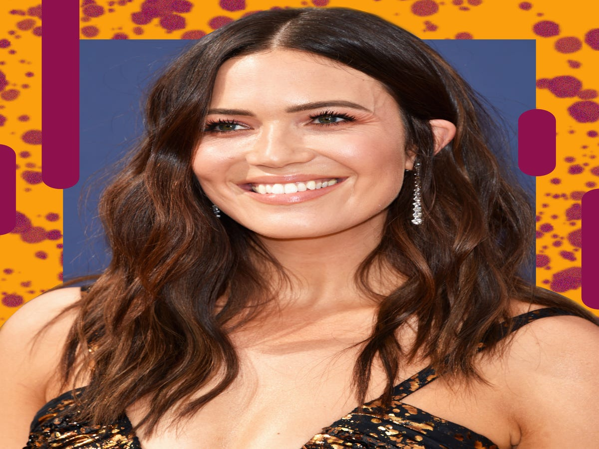 Mandy Moore s Floating Baby s Breath Wins Dreamiest Bridal Hair Of The Year