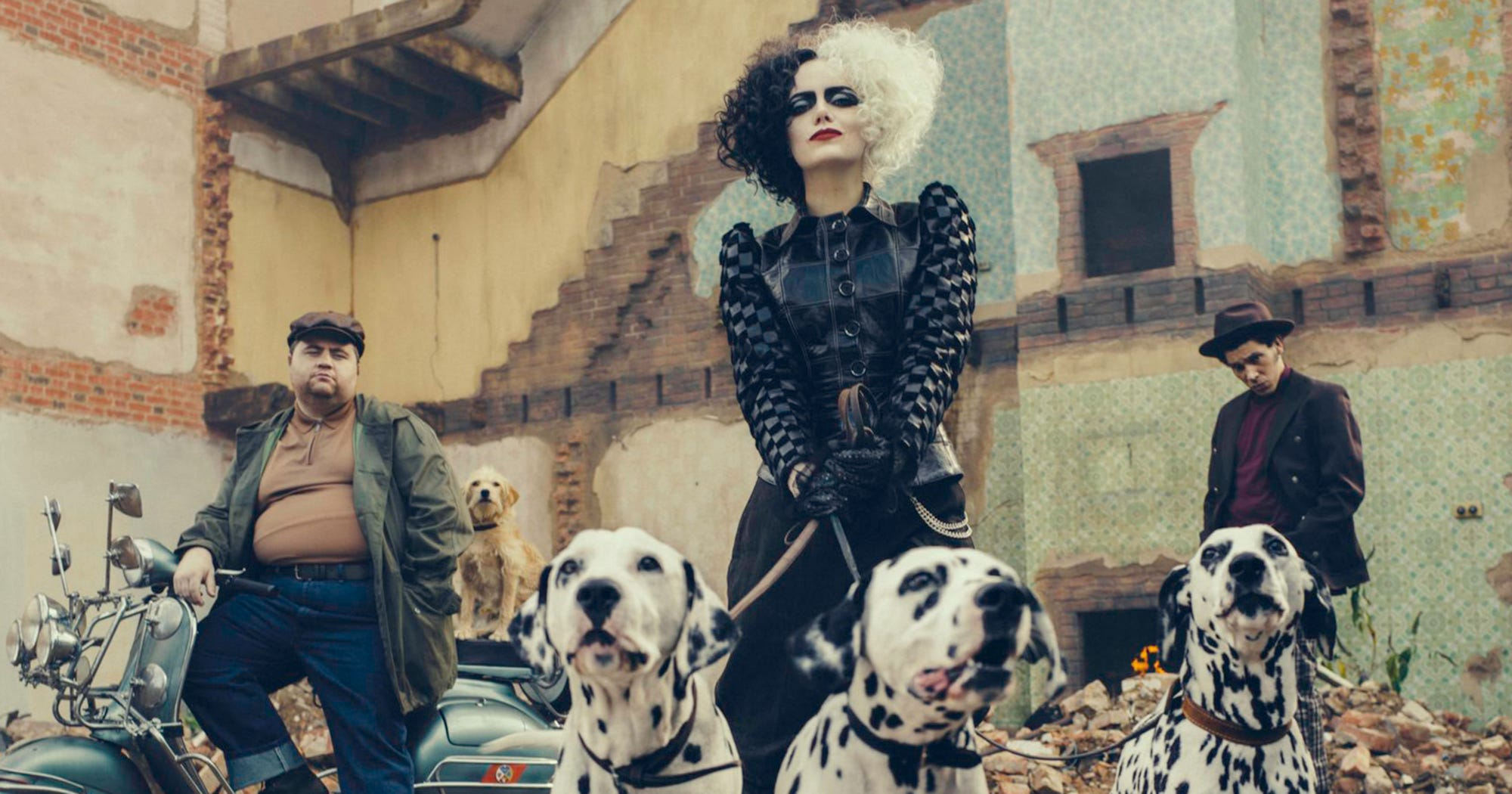 Emma Stone en Cruella d'Enfer version punk, ça donne ça