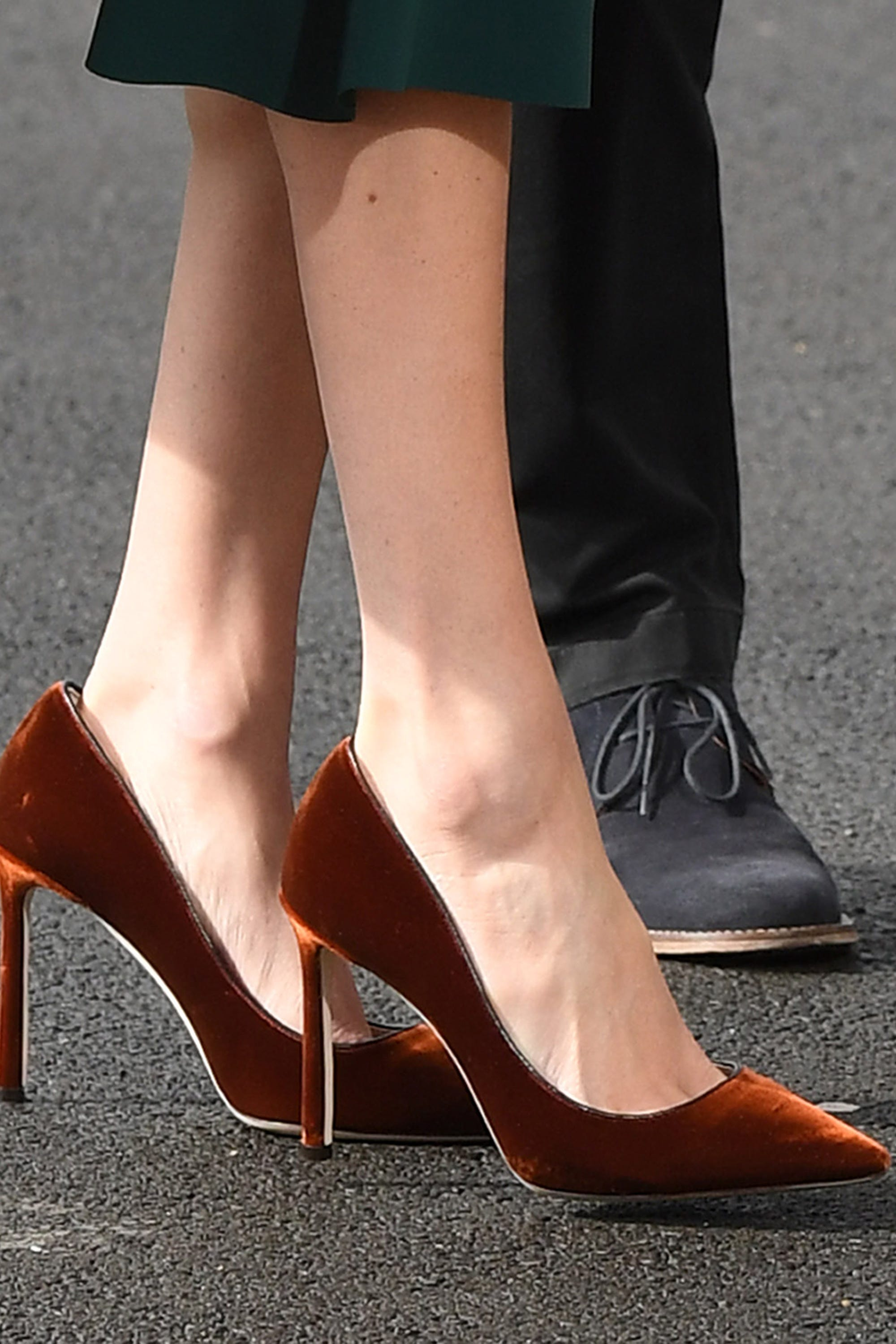 9f8e5904e1cd Meghan Markle Wears Her Shoes Too Big To Avoid Blisters