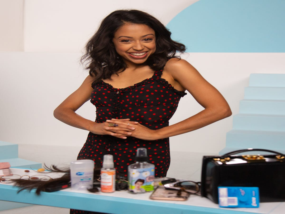 You Might Be Surprised What s In Youtube Star Liza Koshy s Purse