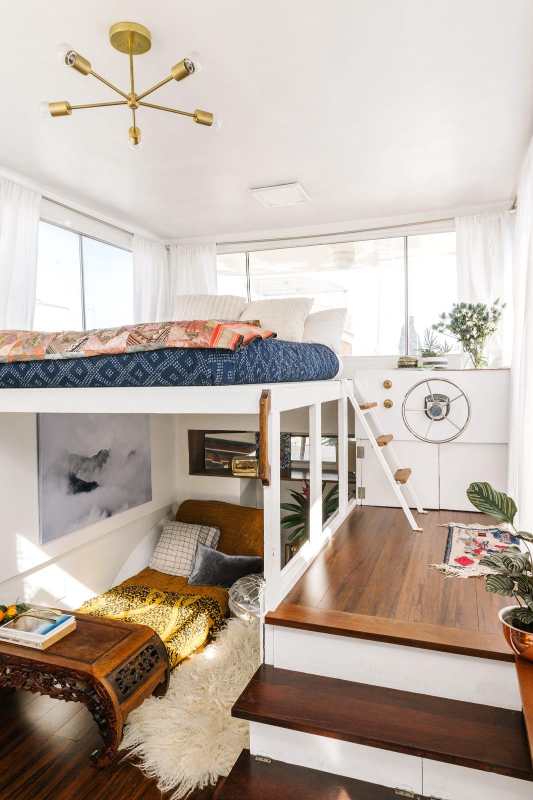Kyleigh Kuhn Houseboat Tour