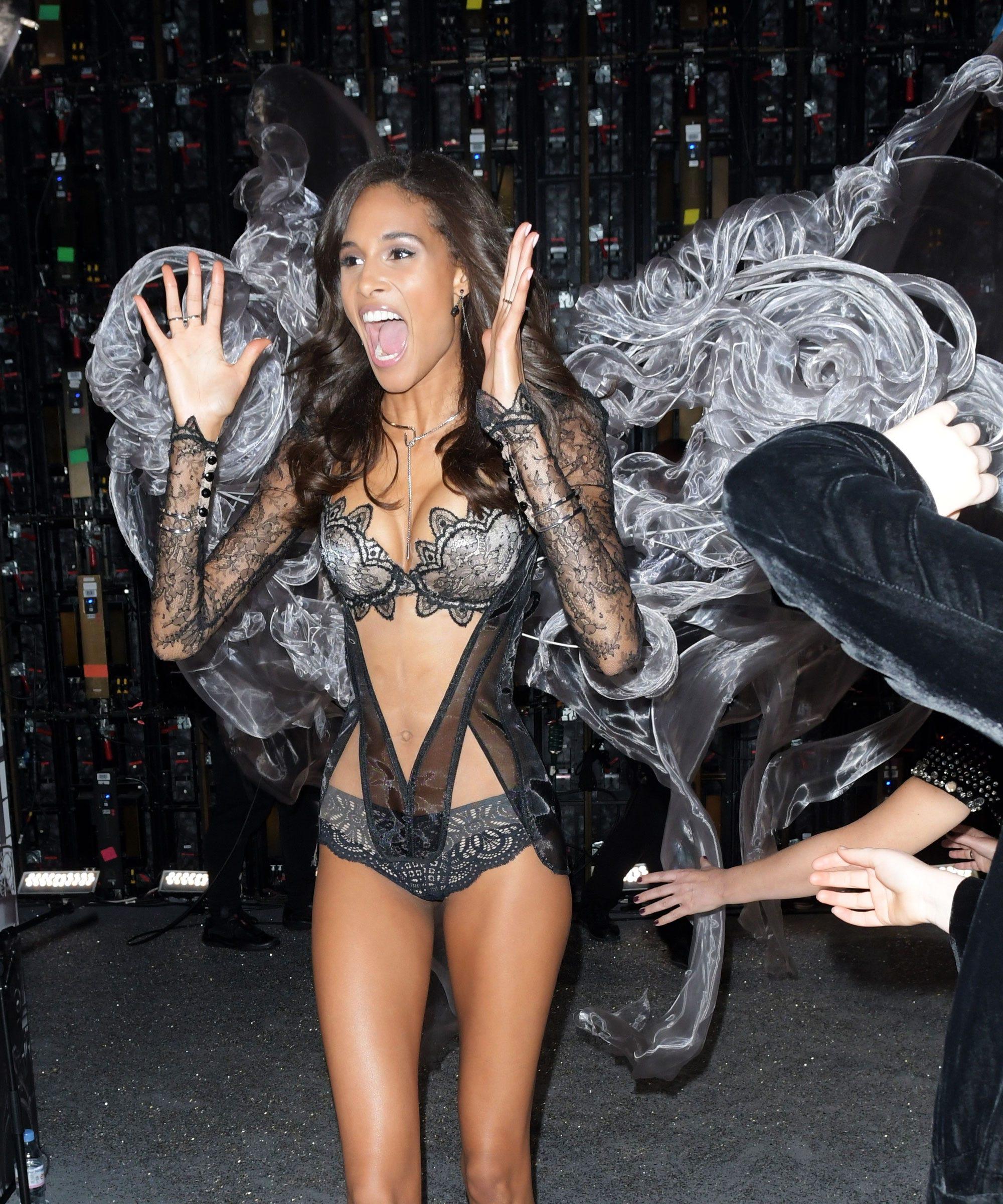 Victoria Secret Fashion Show Funny Moments Reactions