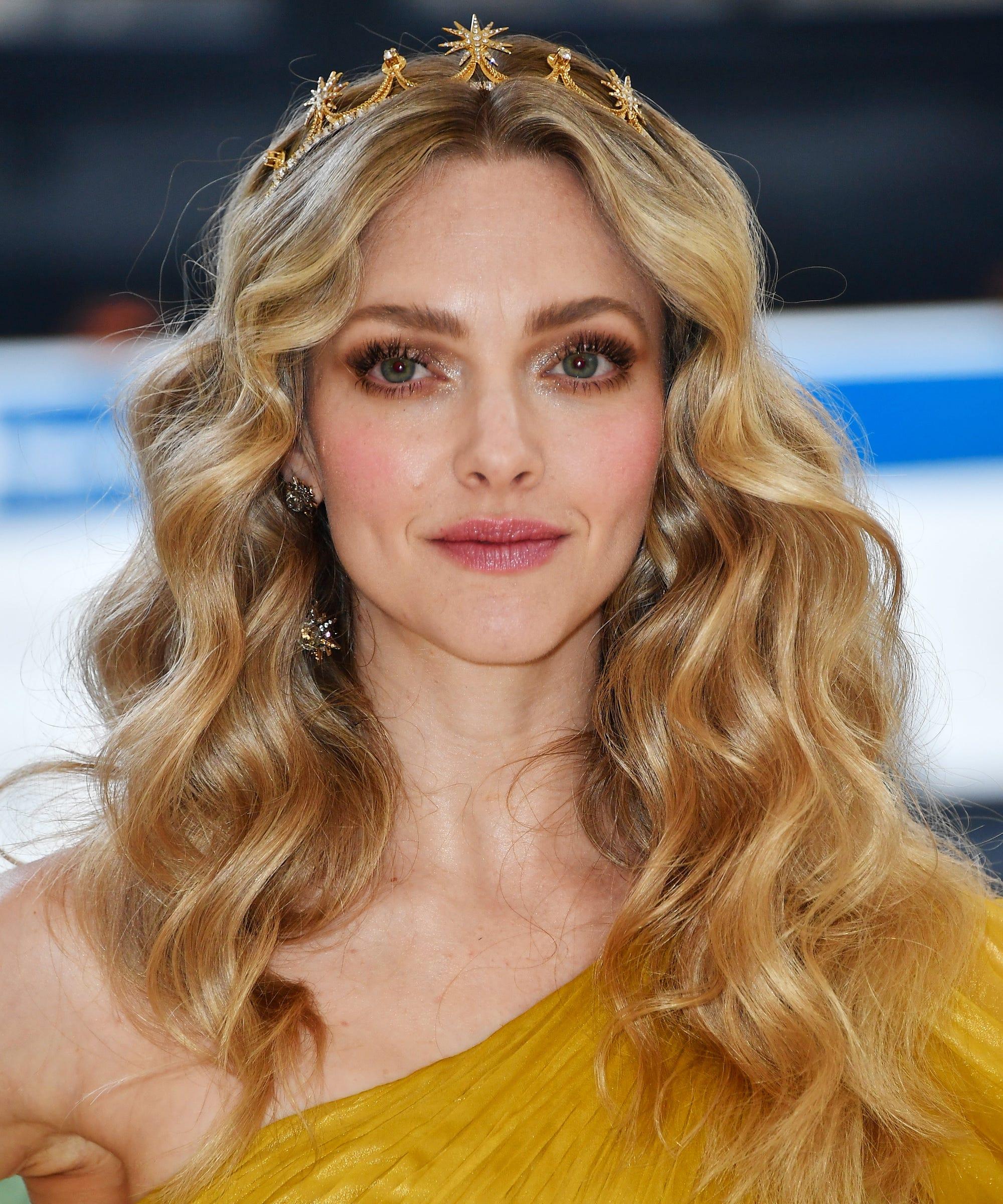 Amanda Seyfried Best Hair Makeup Looks For Mamma Mia 2